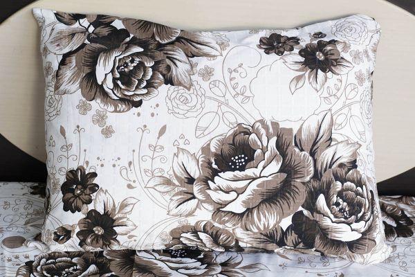 Fronha de travesseiro texturatto estampada florida marrom - OMA Enxovais