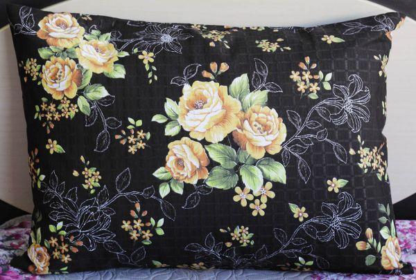 Fronha de travesseiro texturatto estampada florida amarelo com fundo preto - OMA Enxovais