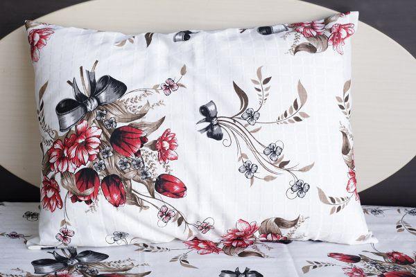 Fronha de travesseiro texturatto estampada rosas vermelhas com laços - OMA Enxovais