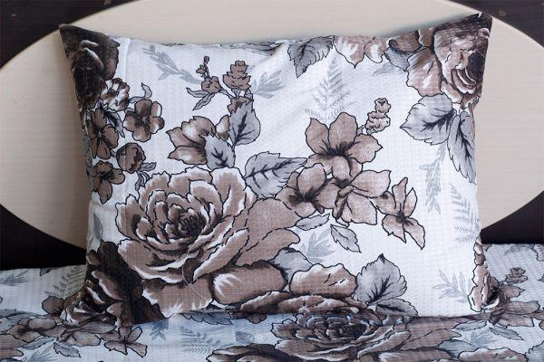 Fronha de travesseiro piquet Flores marrom - OMA Enxovais