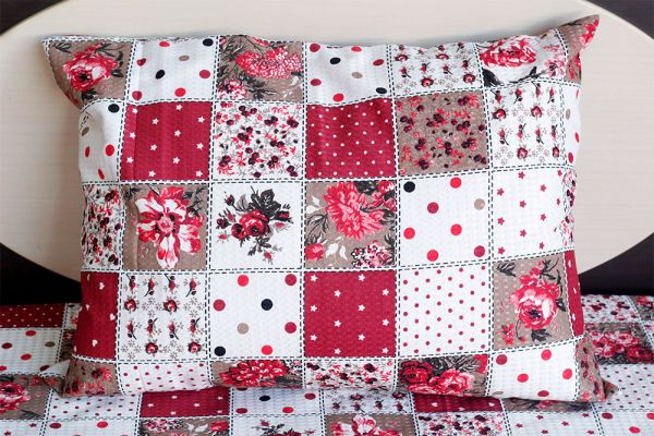 Fronha de travesseiro piquet Patchwork Florida Vermelha - OMA Enxovais