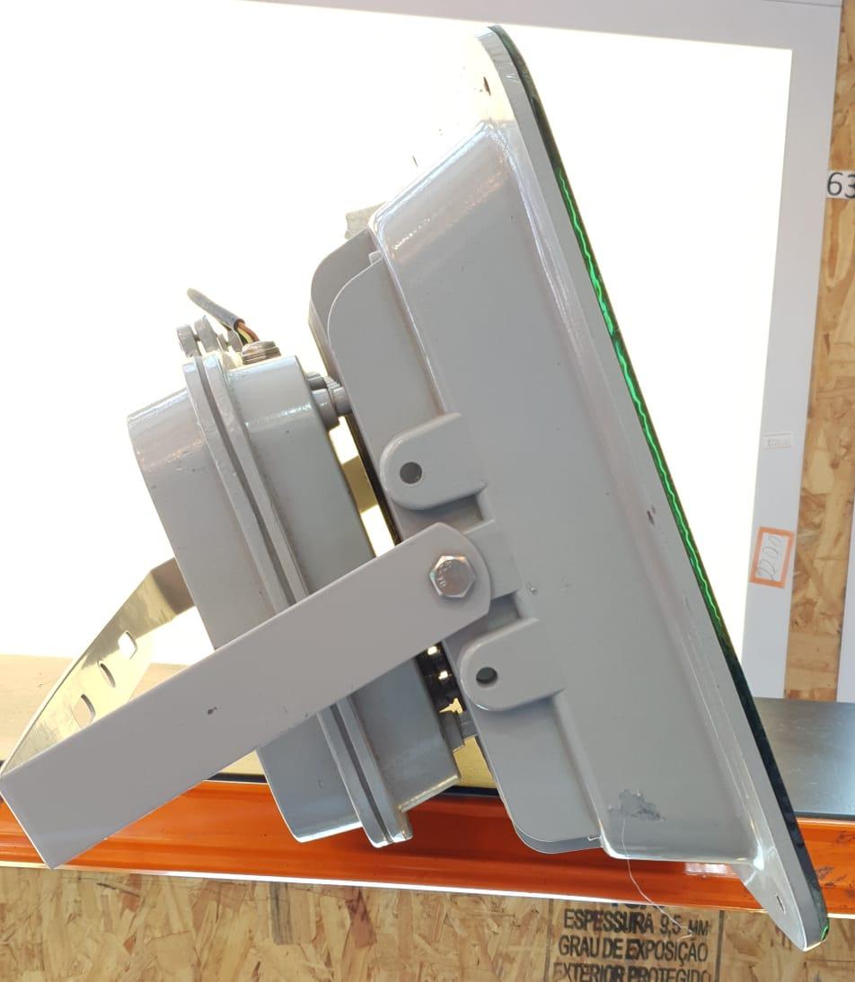 Refletor 400w Super Led Bivolt Branco Frio 8 Chips IP66 (Pequenas Ranhuras)