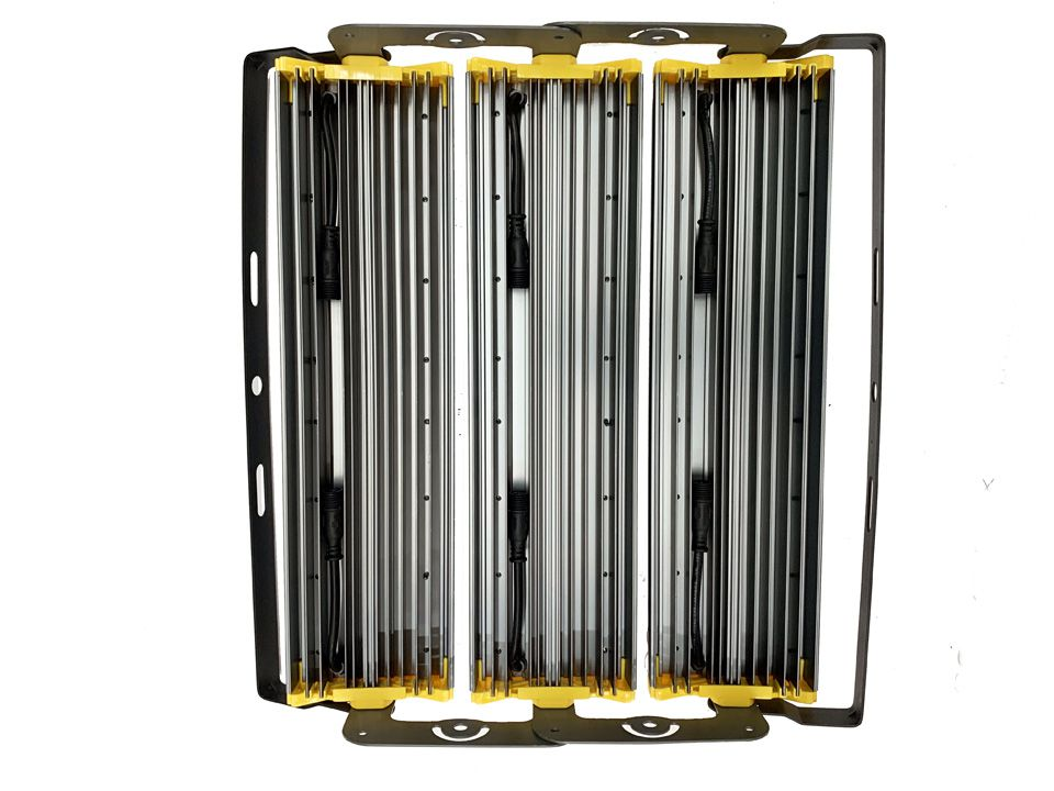 Refletor Led Modelo 2020 Flood light Linear 600w IP68 Duplo Três Módulos Direcionável (Tecnologia Militar)