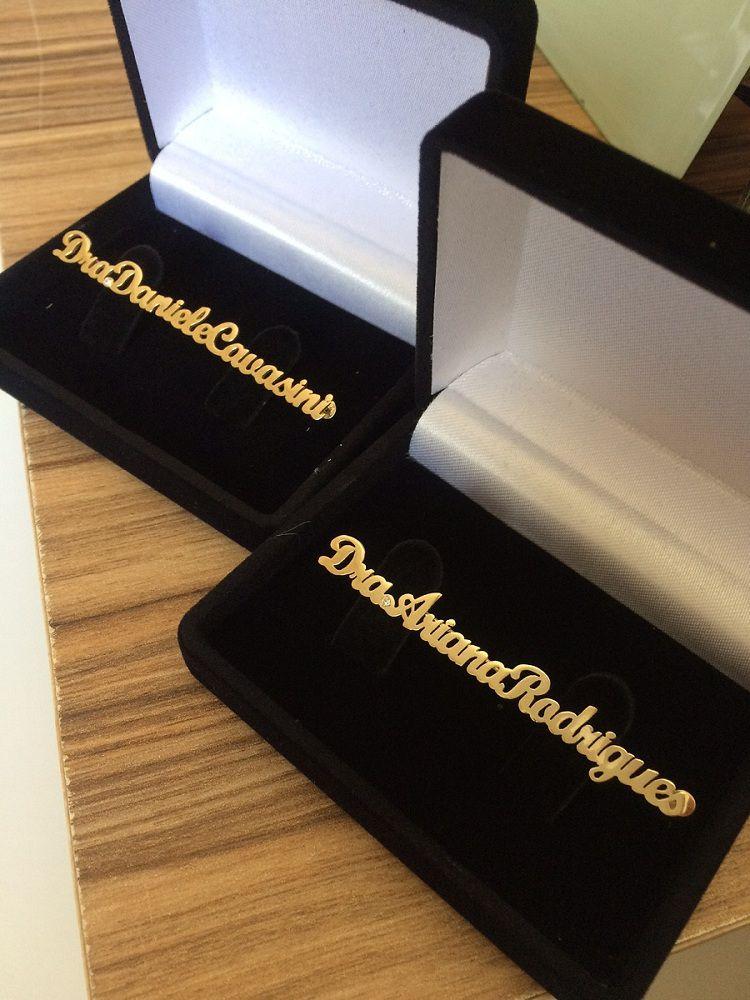 Broche Personalizado para Jaleco 18k com Diamante