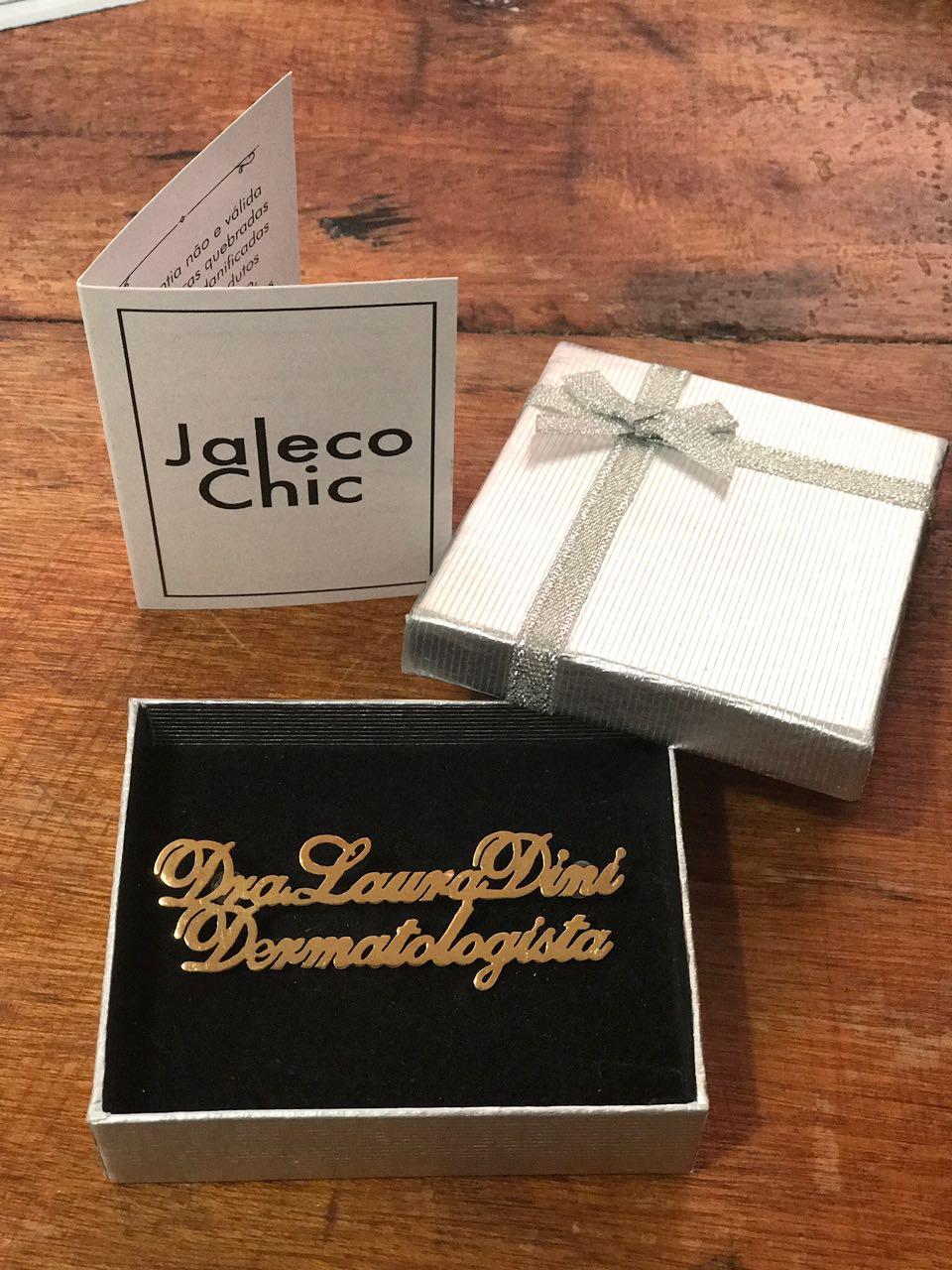 Broche Personalizado para Jaleco com Especialidade Letra Cursiva