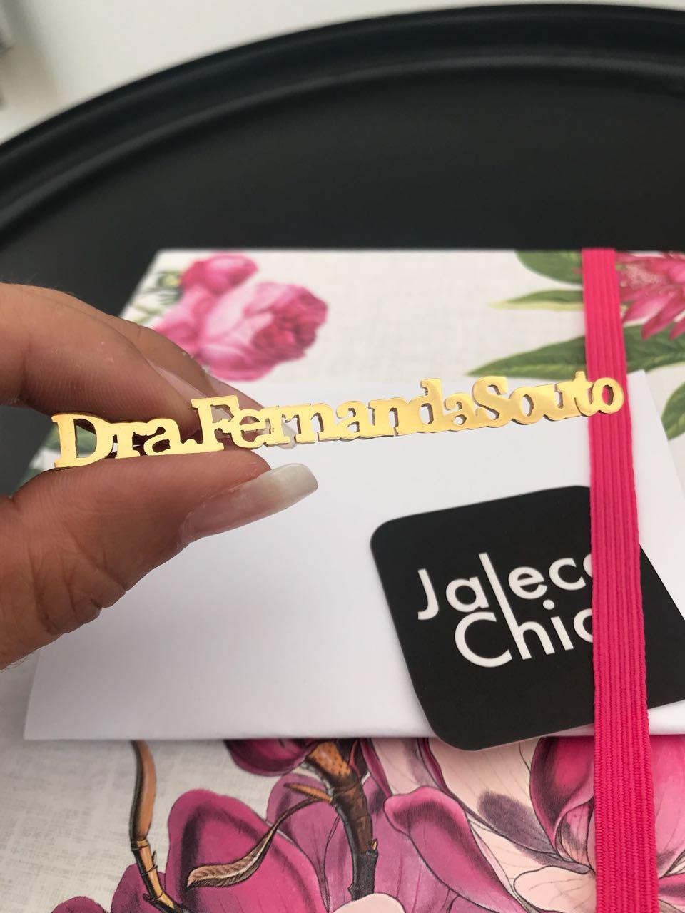 BROCHE PERSONALIZADO PARA JALECO LETRA FORMA