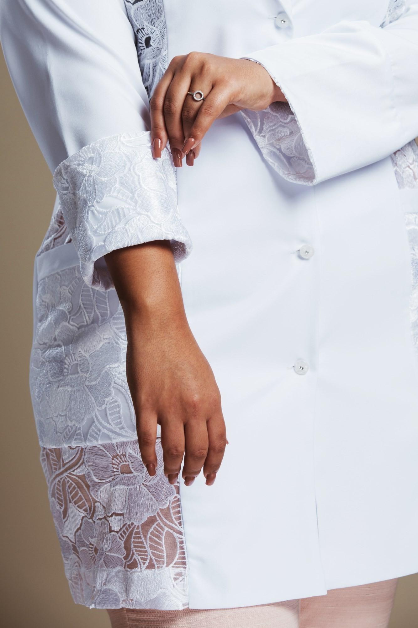 Jaleco Feminino Plus Size com Renda Magic