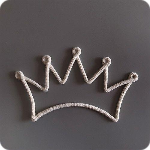 Enfeite de Coroa em Tricotin