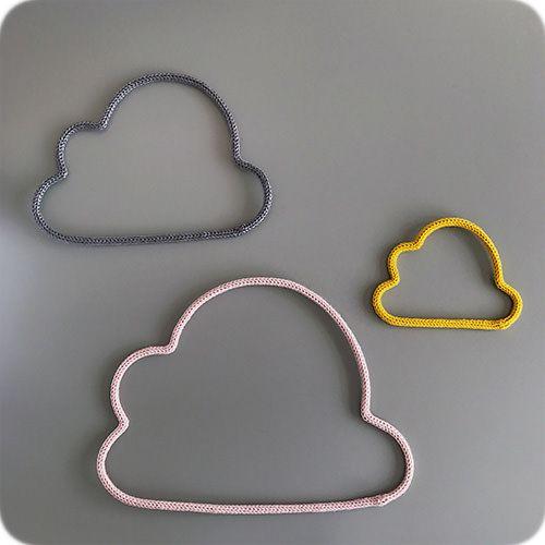 Enfeite de Trio de Nuvem em Tricotin