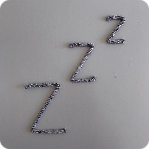 Enfeite de Zzz em Tricotin