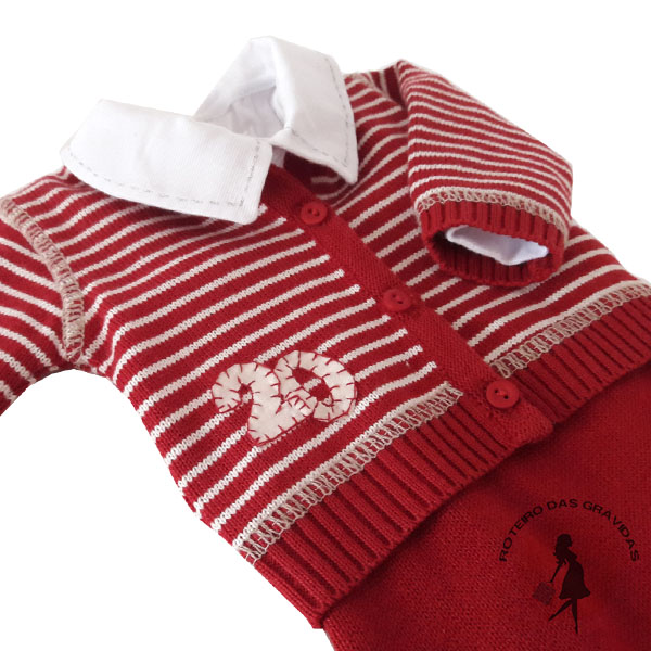 Conjunto de tricô listrado com bordado