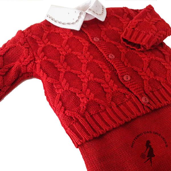 Conjunto - jardineira e casaco de tricô