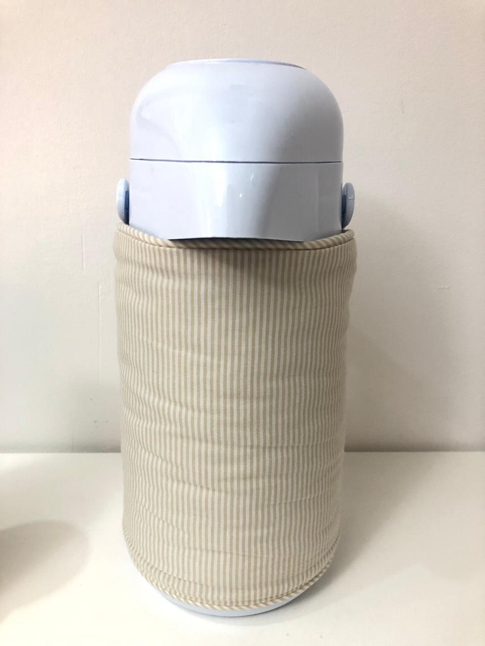 Garrafa térmica com capa de garrafa bordada