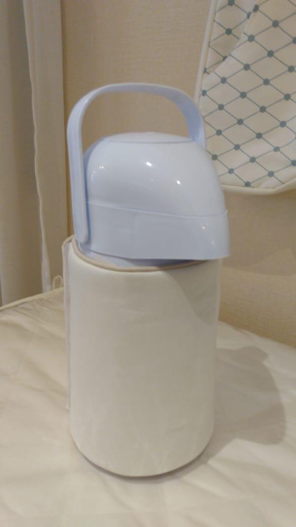 Garrafa térmica com capa de garrafa simples