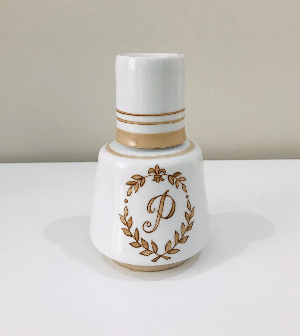 Kit de Higiene Letra P Branco com Bege - 4 Peças