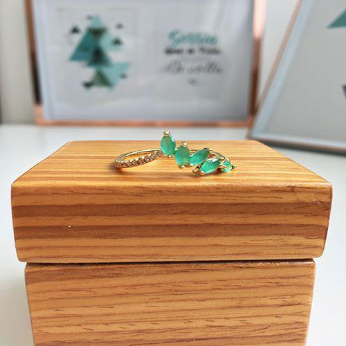 Anel com Pedras Cristal Verde Leitoso e Zircônias Ouro 18K