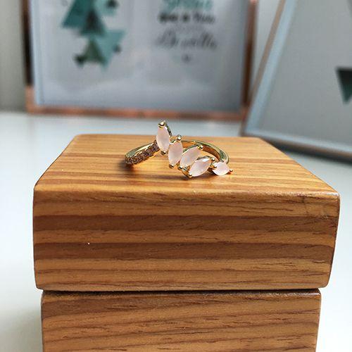 Anel com Pedras Cristal Rosa Leitoso e Zircônias Ouro 18K