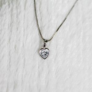 Pingente Coração de Zircônia Folheado em Ródio Branco  (Corrente não inclusa)