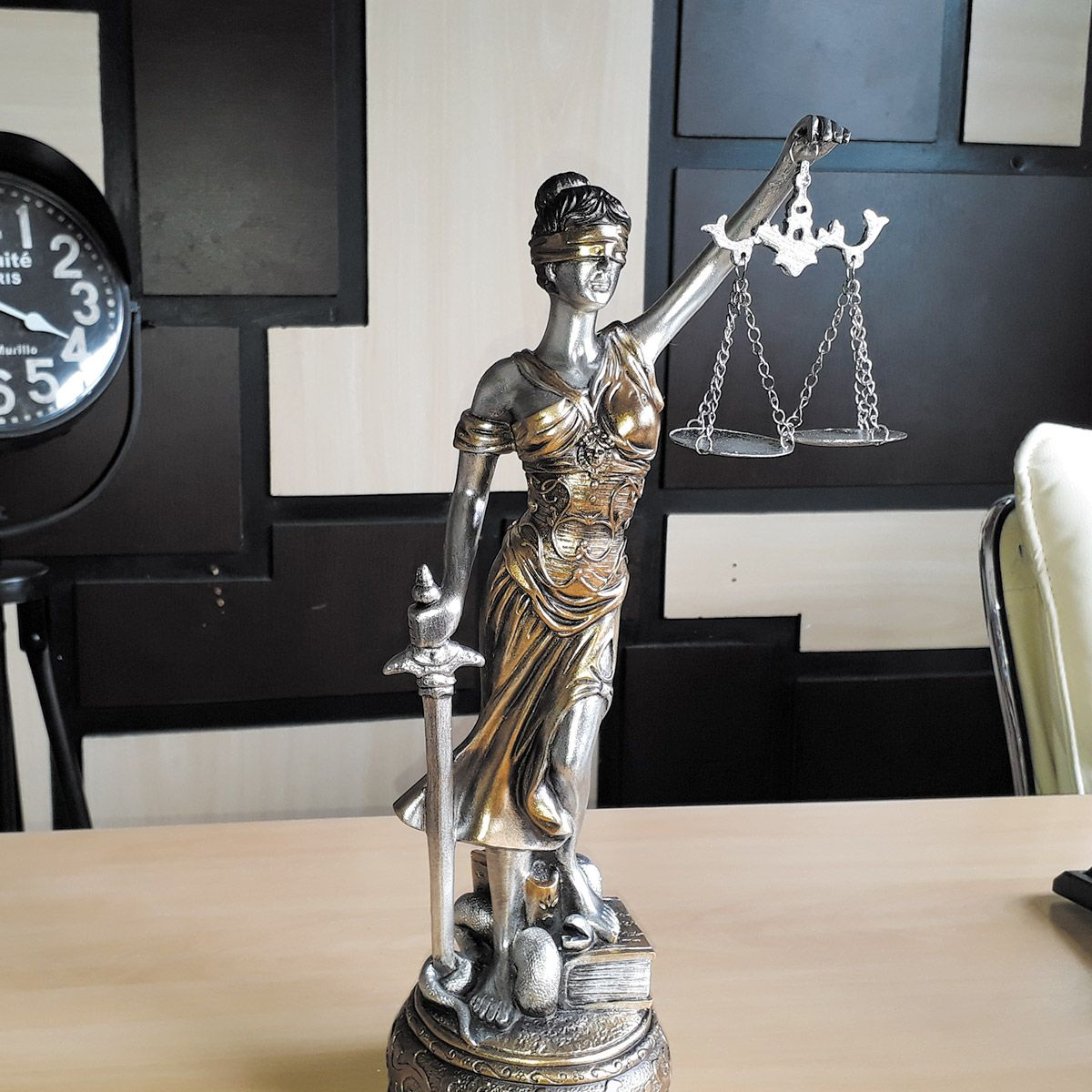 Estátua Deusa Têmis 37 cm Dama Da Justiça Símbolo Do Direito