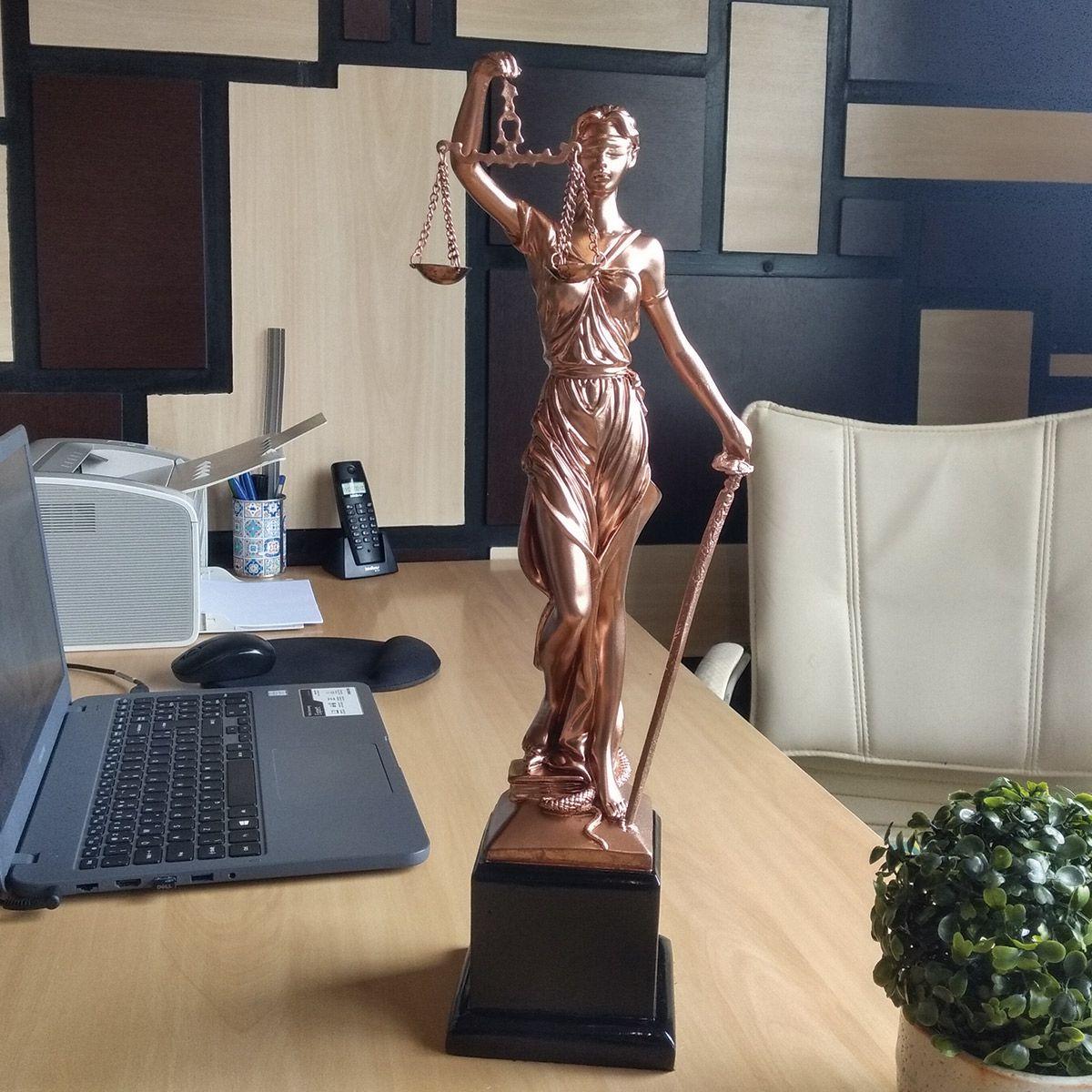 Estátua Deusa Têmis 45 cm Dama Da Justiça Símbolo Do Direito