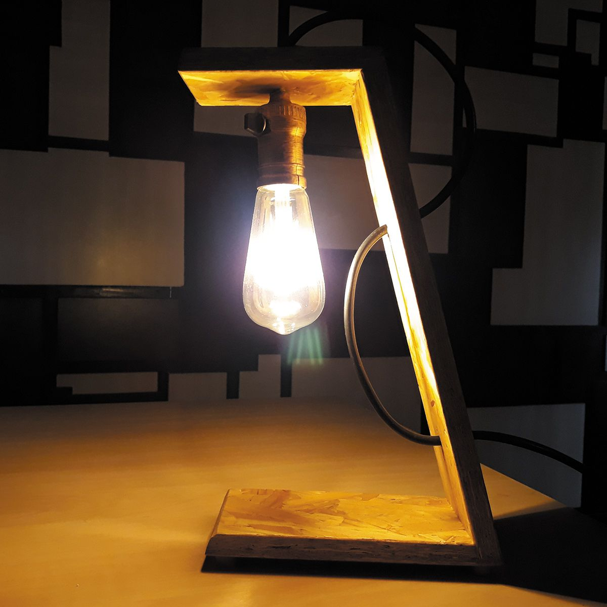 Luminária de Mesa Inclinada Verito