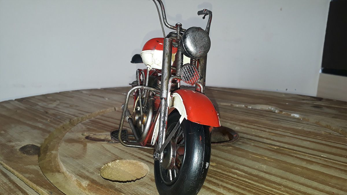 Moto Vintage decorativa de Metal Red & White 1208