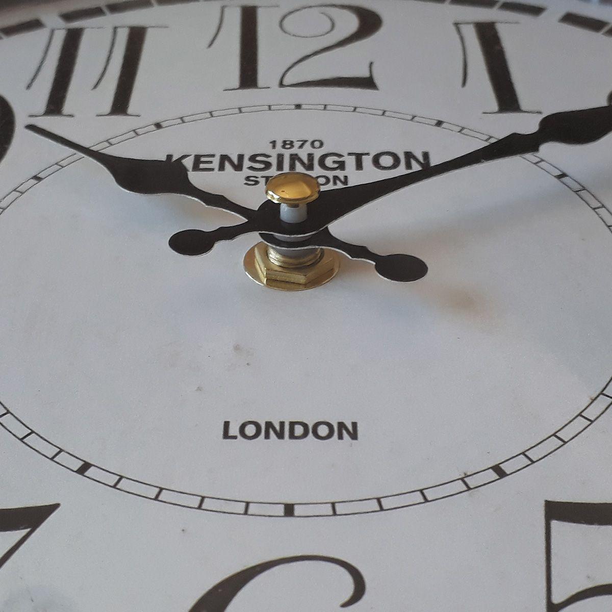Relógio de parede dupla face Kensington Station London 1870