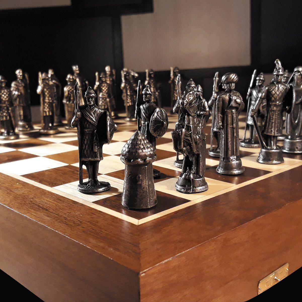 Tabuleiro de Xadrez Luxo A Cruzada 32 peças de Ferro