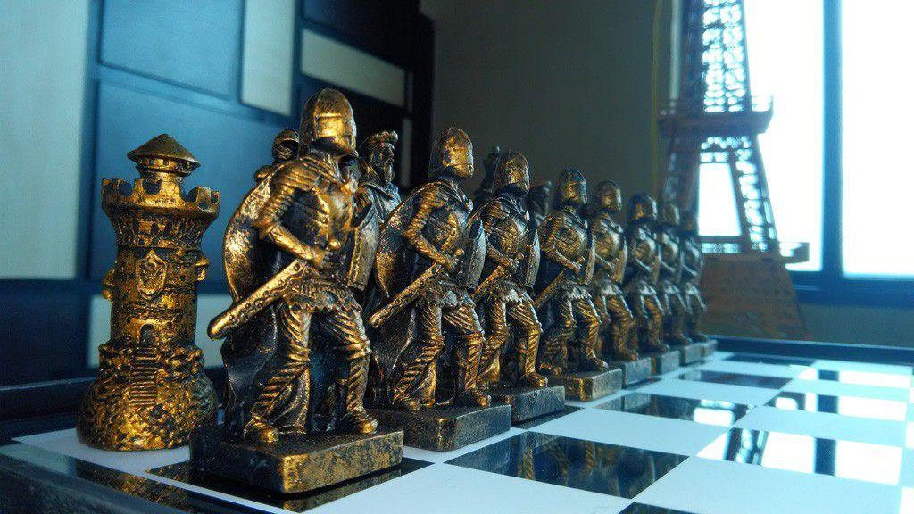 Tabuleiro de xadrez Luxo a Grande Batalha 32 peças.