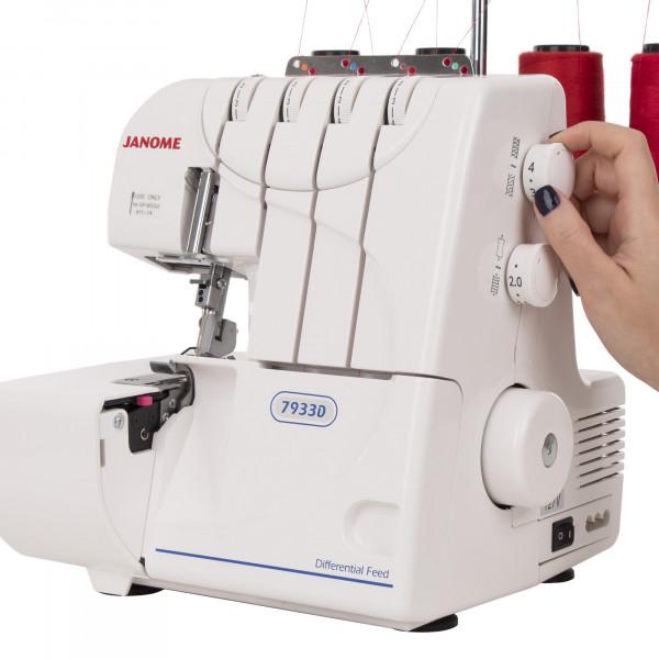 Maquina de Costura Doméstica Janome Ultralock 7933D 220v