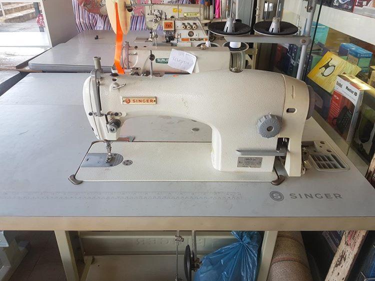 Maquina de Costura Reta SINGER 195D - 20 Semi-Nova com Mesa