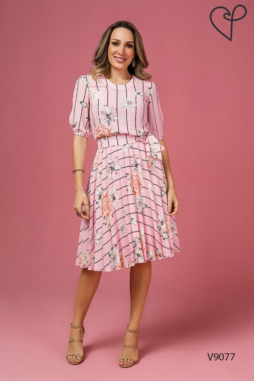 ce1e4873c Vestido Jany Pim Plissado em Crepe Estampa Floral com Listras Moda ...