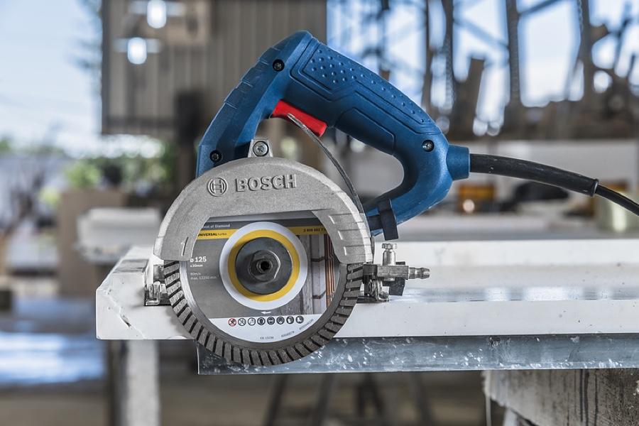"""Serra Mármore Bosch Titan 1500W GDC150 05"""""""