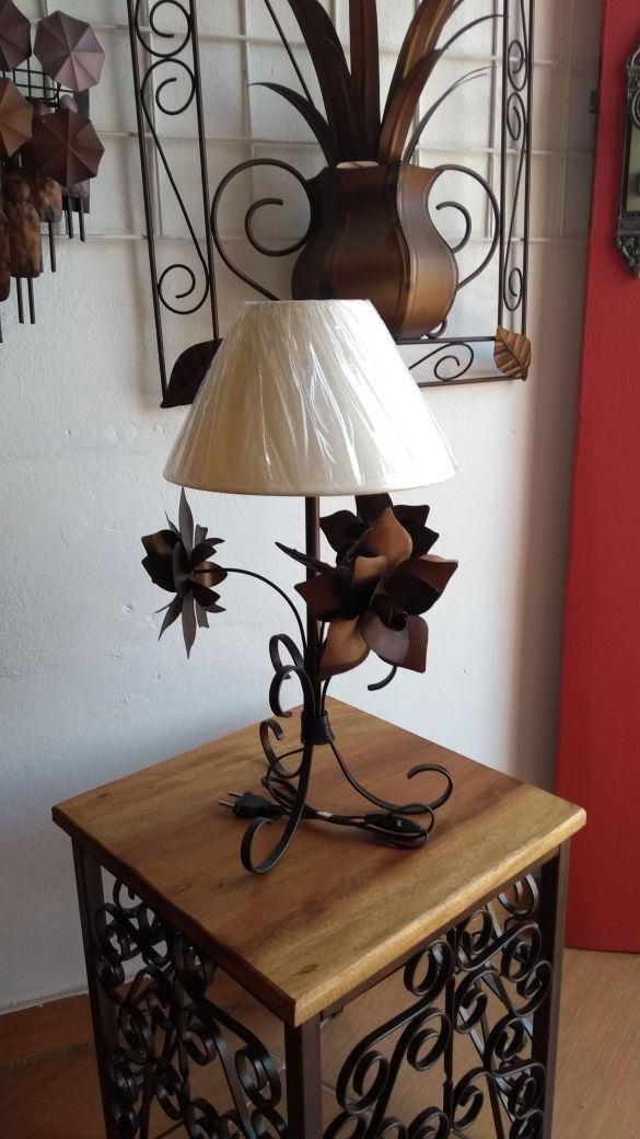 Abajur Luminária Rústica De Ferro com Flores Artesanais e Cupula