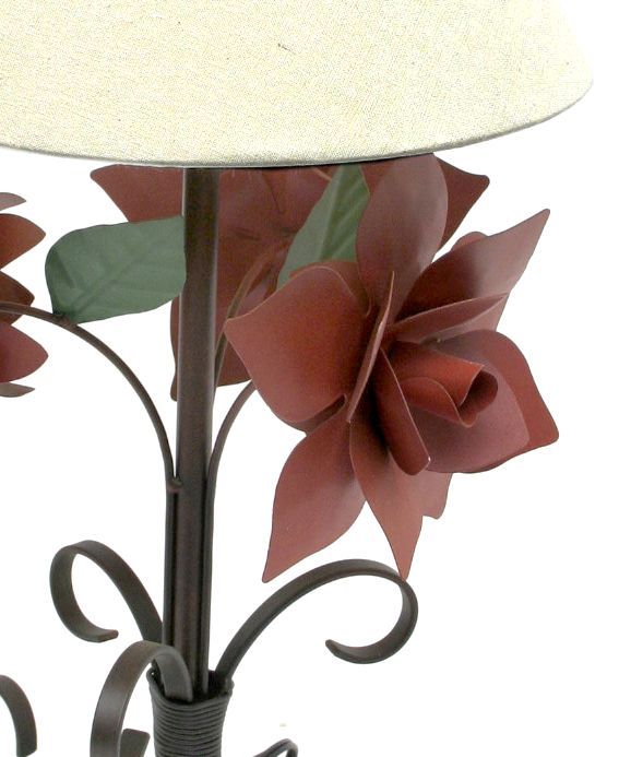Abajur Artesanal para Quarto De Casal De Ferro Rústico com Flores
