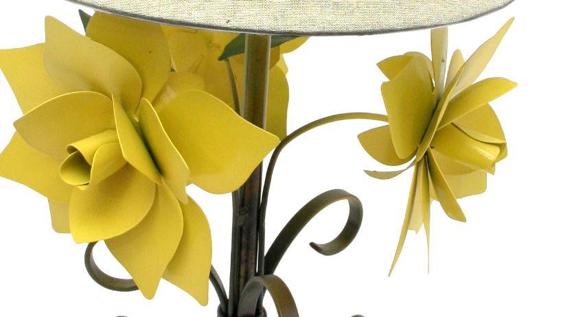 Abajur para Sala De Ferro E Lata Decorativo Sala Com Rosas