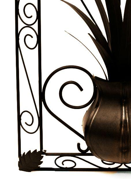 Quadro com Moldura de Ferro Artesanal para Parede Rústica com Flores e Folhas