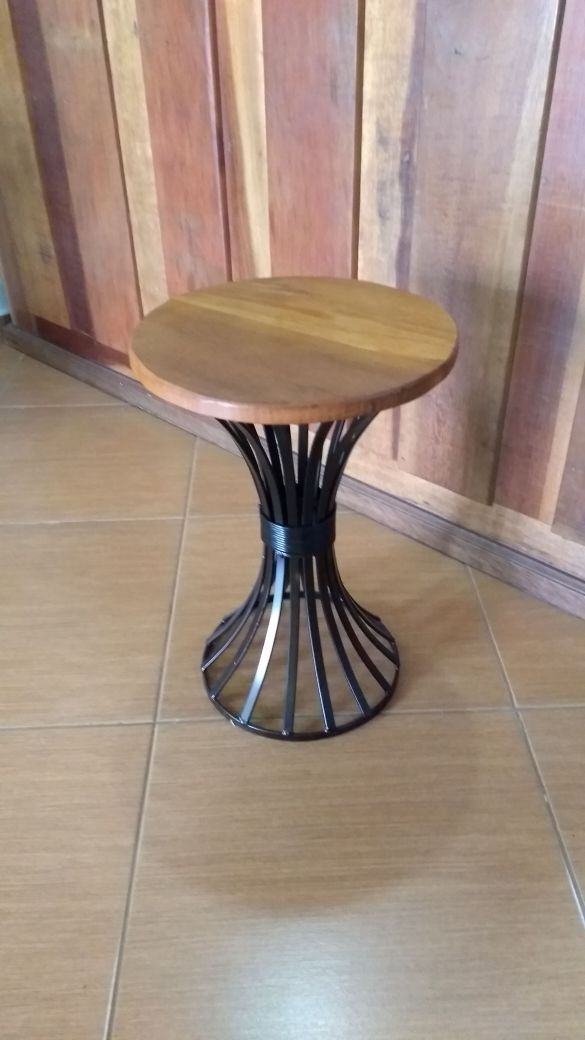 Mesa de Canto para Sala de Jantar de Ferro Artesanal Rustica Decorativa