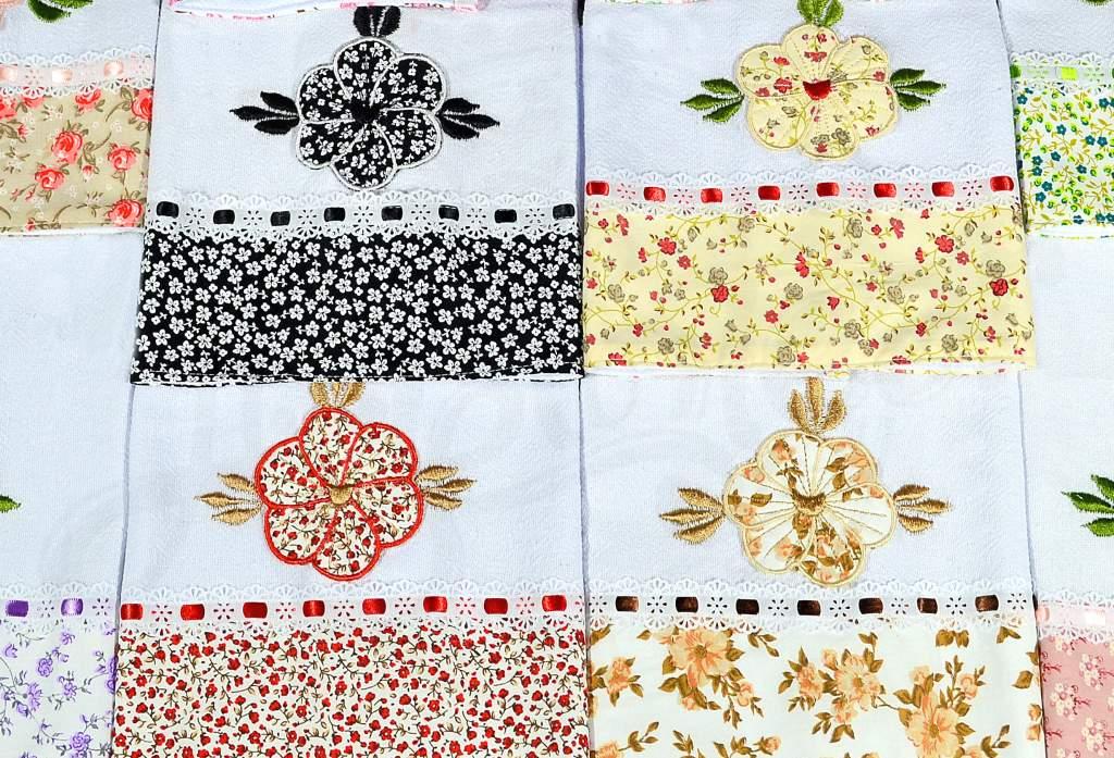 Kit Pano de Pratos com 10 peças - Florzinhas Aplicadas