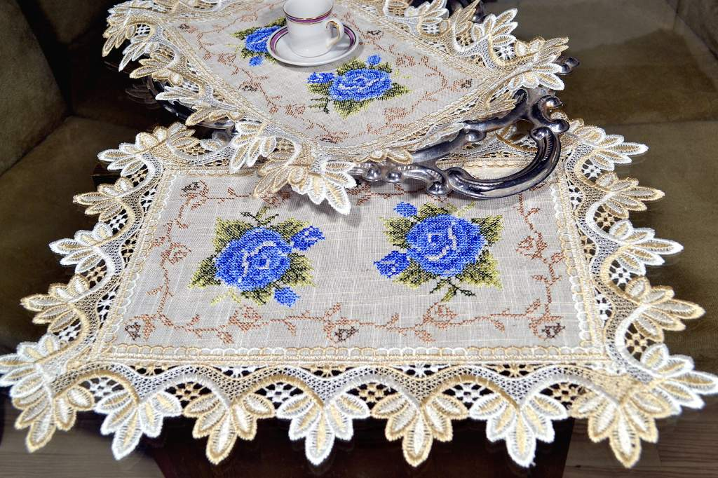Toalha de Bandeja Bordada com Flores Azul
