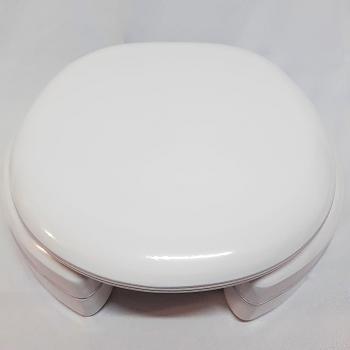Assento Ravena Almofadado Super Luxo com Altura de 7 cm e com abertura frontal para Louça Deca.