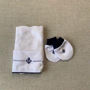 kit paninho de  boca e luvinhas  com bordado de âncora na cor azul marinho