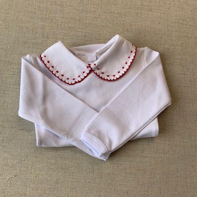 Body branco com golinha bordada de vermelho