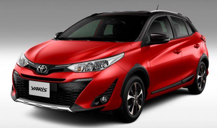 Envelopamento de Teto Toyota Yaris - Completo  Colunas e Aerofólio - Black Piano / fosco