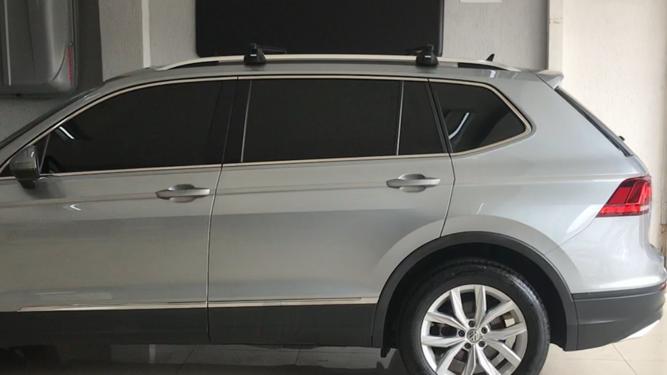 Rack VW Tiguan - THULE SmartRack trilhos elevado completo que inclui bases, travas e Thule AeroBars.-