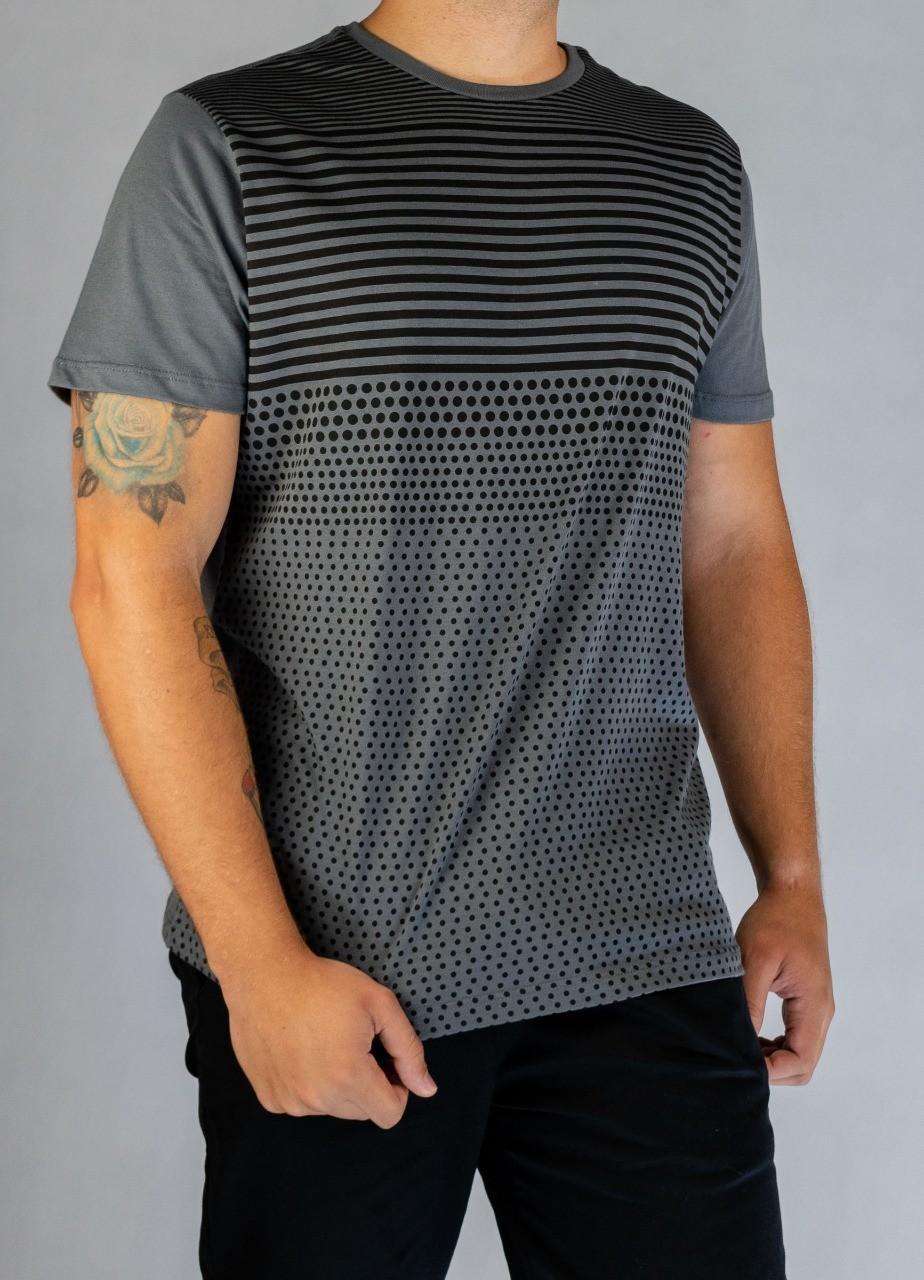 T-Shirt Especial Listras e Pontilhados