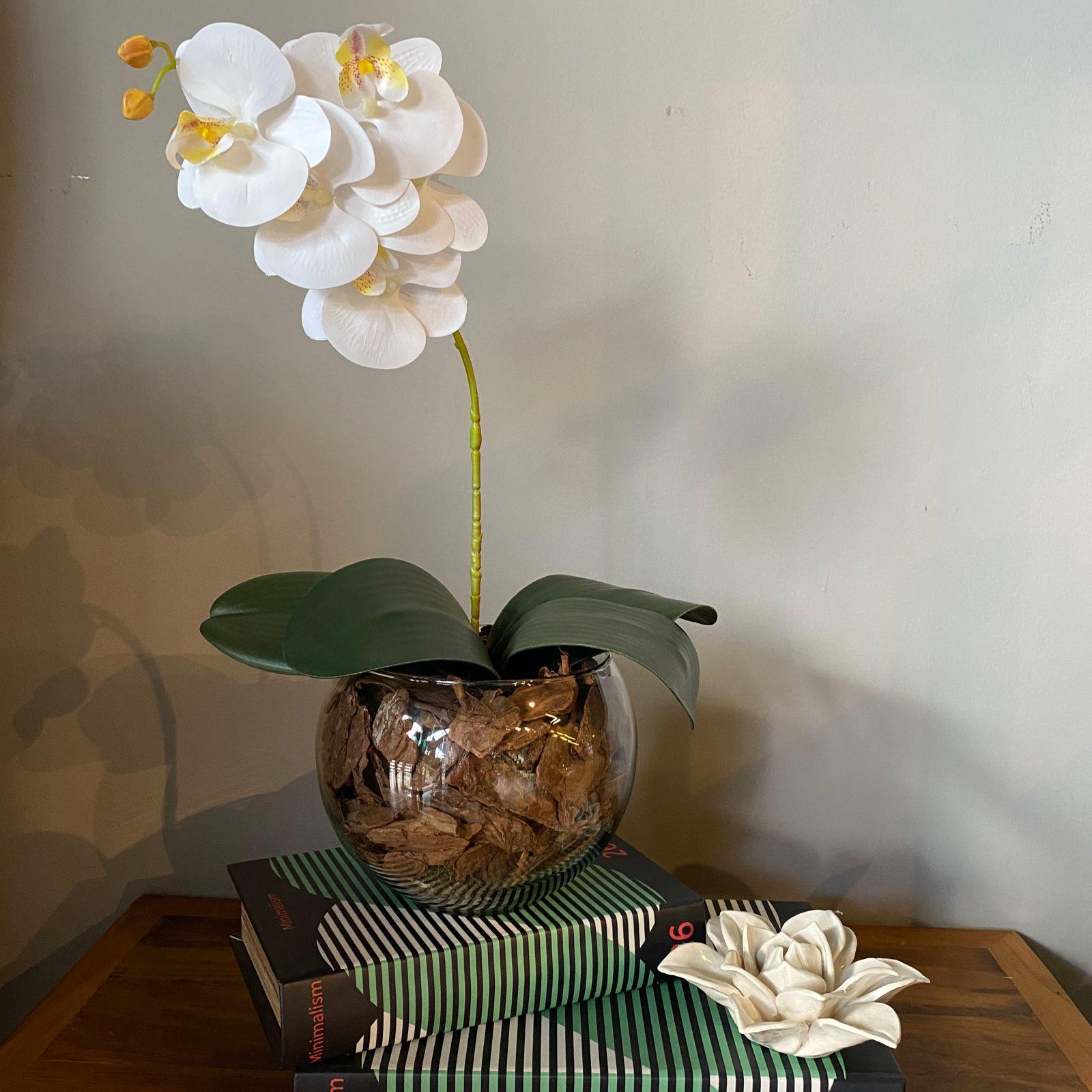 Arranjo De Orquídea Branca De Silicone No Vaso Vidro Transparente