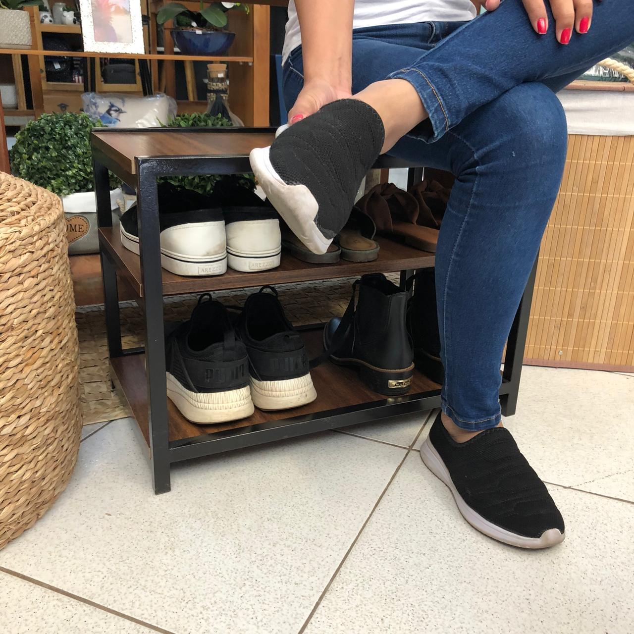 Banco Sapateira para Porta de Casa em Ferro e Mdf para Organizar Sapatos Imbuia