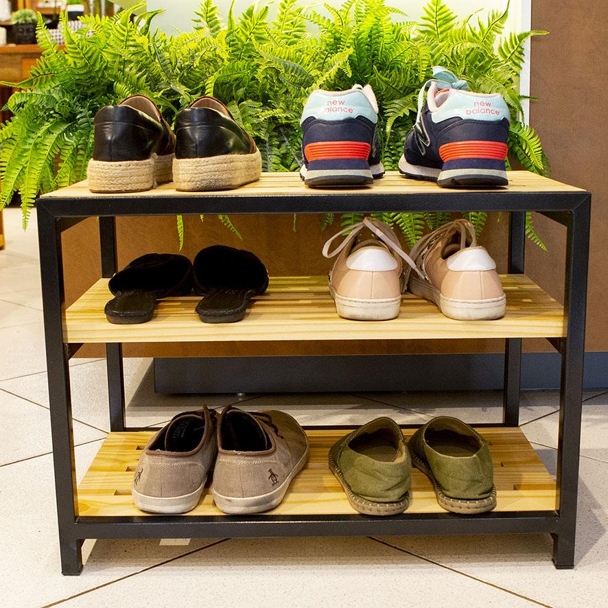 Banco Sapateira Sofisticada em Ferro e Madeira para Organizar Sapatos