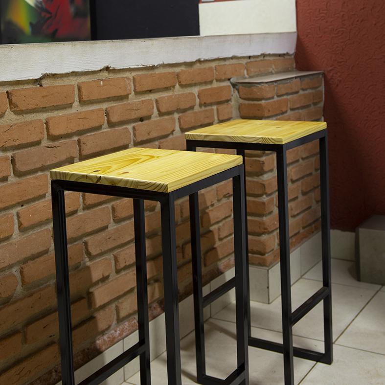 Kit 2 Banquetas Bistrô Industrial sem Encosto Ferro com Madeira Natural